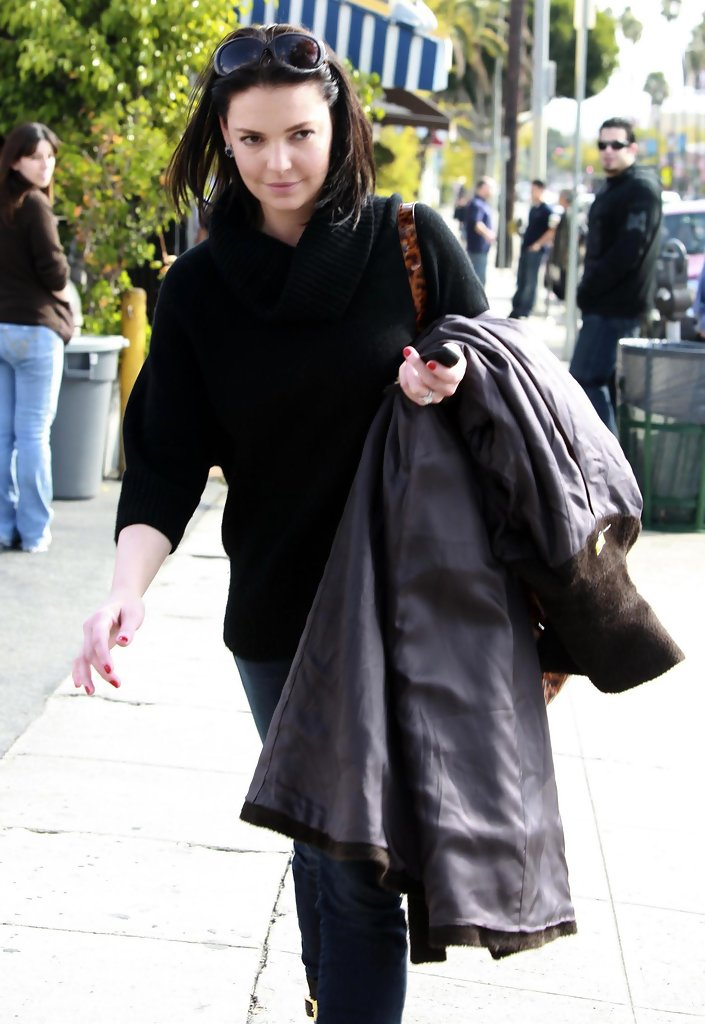 Katherine heigl and sister meg heading to a nail salon 5 for 4 sisters nail salon