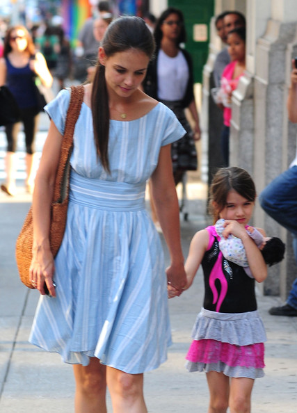 Katie Holmes - Katie And Suri Grocery Shopping At Whole Foods