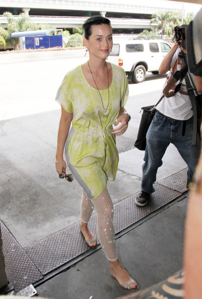 Singer Katy Perry arrives at LAX airport to catch a flight out of Los Angeles.