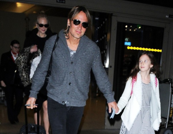 Nicole Kidman & Keith Urban Touch Down At LAX []