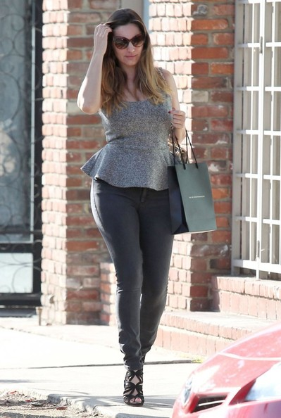 Kelly Brook hot curves in jeans