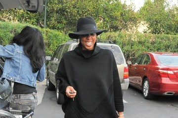 Kelly Rowland Kelly Rowland Goes for a Walk with Her Son