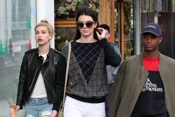 Kendall Jenner Kendall Jenner and Hailey Baldwin Go Shopping