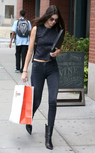 Kendall Jenner Pictures - Kendall Jenner Steps Out in NYC ...