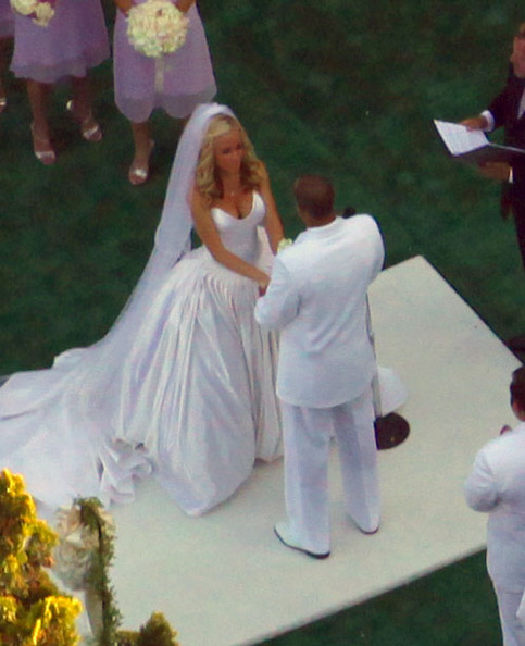 Kendra Wilkinson Photos Photos - Kendra Wilkinson Wedding At Playboy ...