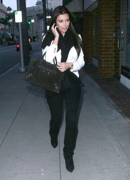 Kim Kardashian - Kim Kardashian At A Nail Salon In Beverly Hills