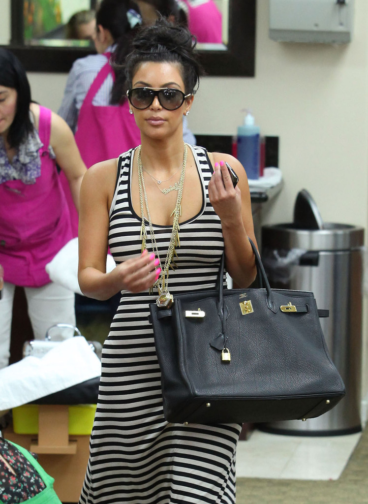 Latest Pictures of Kim Kardashian with Hot Pink Nails - Kim ...