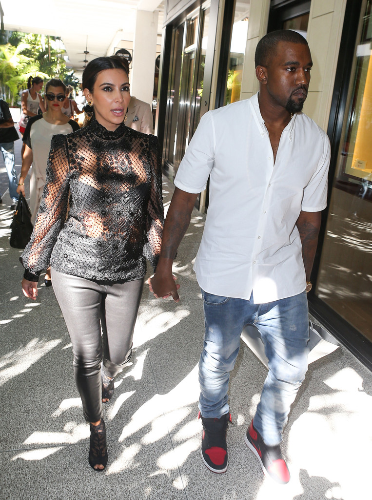 what are the stages of dating on kim kardashian It seems being single is just not in the cards for kim kardashian less than three months after being dumped breaking up with nfl beau of over 2 years, reggie bush, numerous media outlets are now linking kim to a new man the new man in kim's life is miles austin, who just happens to a nfl player.