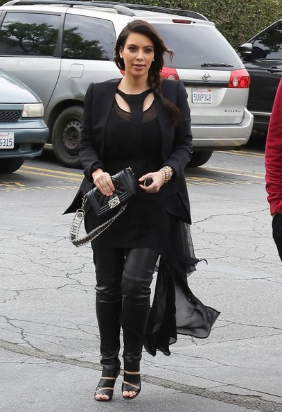 http://www4.pictures.zimbio.com/fp/Kim+Rob+Kardashian+Visit+Their+Mom+Office+v2BtuflEXiyl.jpg