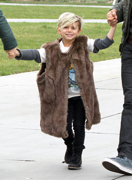 Kingston Rossdale Singer Gwen Stefan and her husband Gavin Rossdale take their kids Kingston and Zuma to the California Science Center in Los Angeles, CA. Kingston was wearing some fur vest that looked like it came straight out of a Flintstones cartoon.