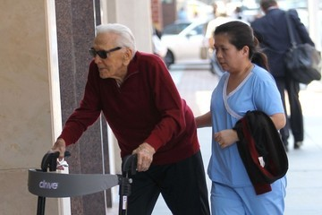 Kirk Douglas Kirk Douglas Stops by a Doctors Office in Beverly Hills