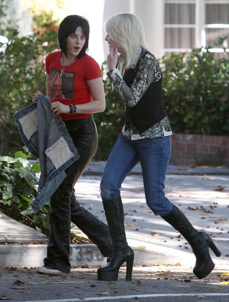 Actresses Kristen Stewart and Dakota Fanning on the set of 'The Runaways' in