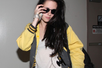 Kristen+Stewart in Kristen Stewart Arriving At LAX Airport With Hand Cast