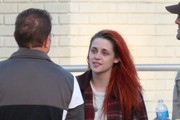 Kristen Stewart Enjoys a Smoke Break