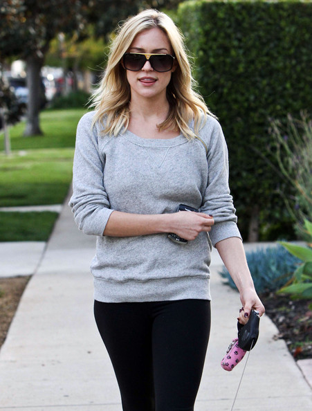 http://www4.pictures.zimbio.com/fp/Kristin+Cavallari+Out+Walking+Dog+West+Hollywood+UgSfSVIXIG-l.jpg