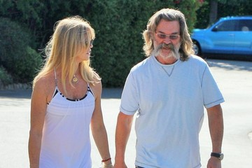 Kurt Russell Goldie Hawn & Kurt Russell Out For A Walk In Brentwood