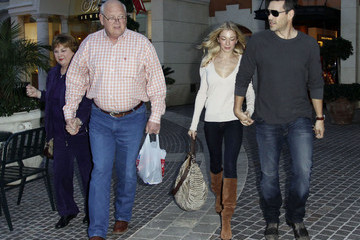Wilbur Rimes LeAnn Rimes And Eddie Cibrian Leaving Polacheck's Jewelers