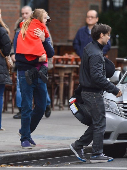 Tobey Maguire & Daughter Ruby Waiting For Leonard DiCaprio []