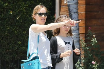 Leslie Mann Leslie Mann & Daughter Iris Out For Lunch In West Hollywood
