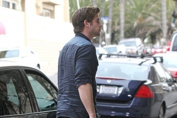 Liam Hemsworth Liam Hemsworth Spotted Out In Santa Monica