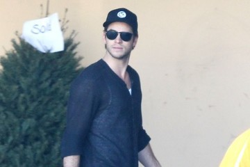 Liam Hemsworth Liam Hemsworth Makes a Grocery Stop