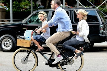 Liev Schreiber Liev Schreiber and Naomi Watts go for a Bicycle Ride in NYC