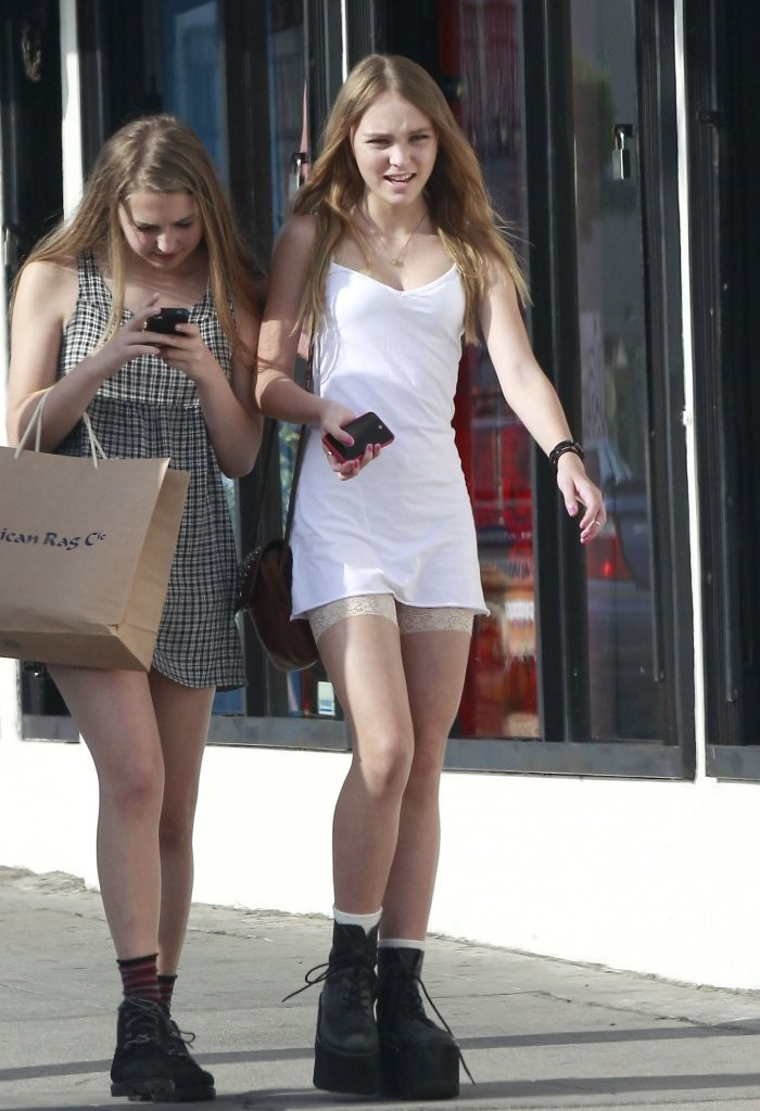 Lily rose depp photos lily rose depp out shopping with friends 920 of 976 zimbio - Lily rose prenom ...