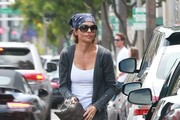 Lisa Rinna Shops in Beverly Hills