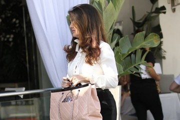 Lisa Vanderpump Lisa Vanderpump Has Lunch in Beverly Hills