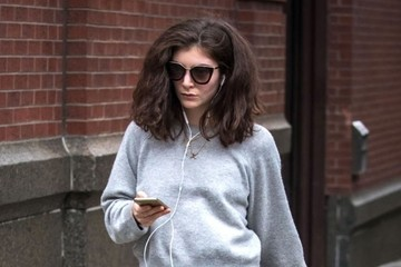Lorde Lorde Goes Out for a Stroll in NYC