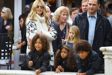 Lou Samuel Heidi Klum Takes Her Kids To The Grove