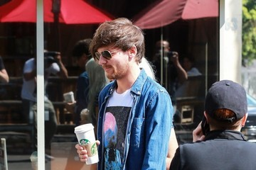 Louis Tomlinson Members Of One Direction Get Coffee
