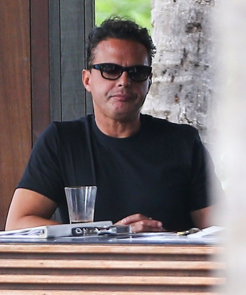 Luis Miguel Having A Beer In Miami - Pictures