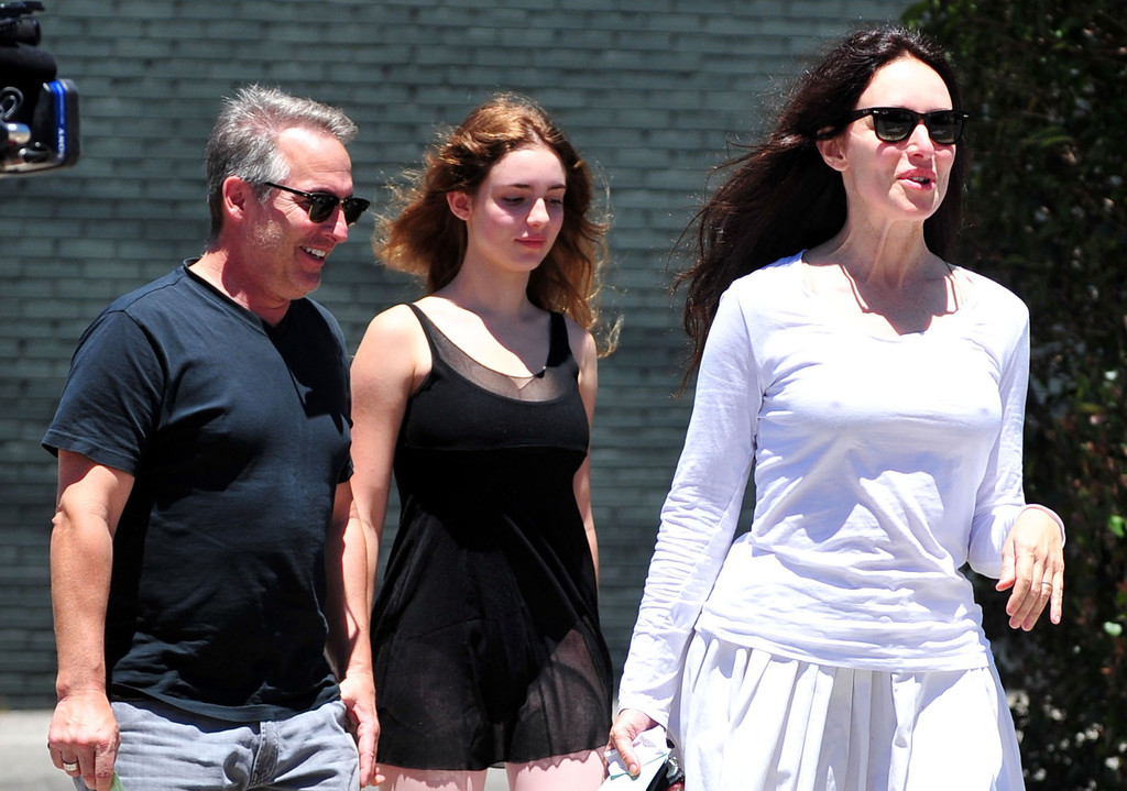 Madeleine Stowe and family