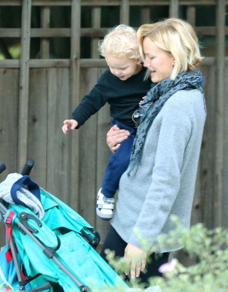 Malin Akerman Takes Sebastian for a Walk []