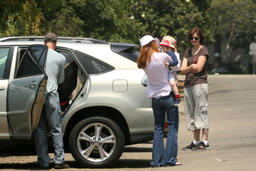 Savannah Marcia Cross And Family Leaving Park