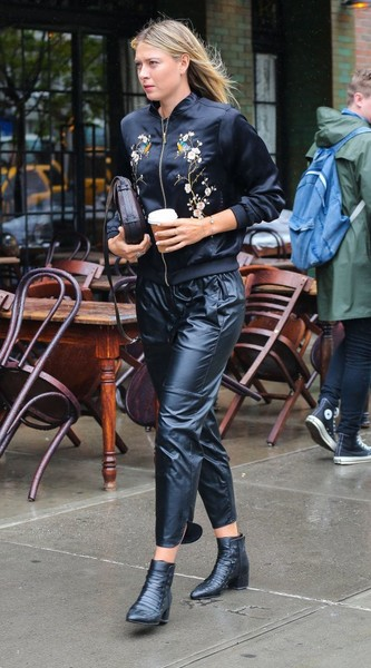 Maria Sharapova Gets a Coffee in NYC