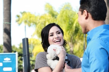 Mario Lopez Demi Lovato Visits the 'Extra' Set — Part 2