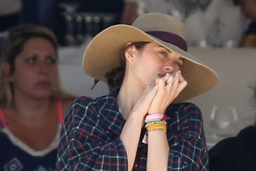 Marion Cotillard Marion Cotillard Watches Horse Racing in France