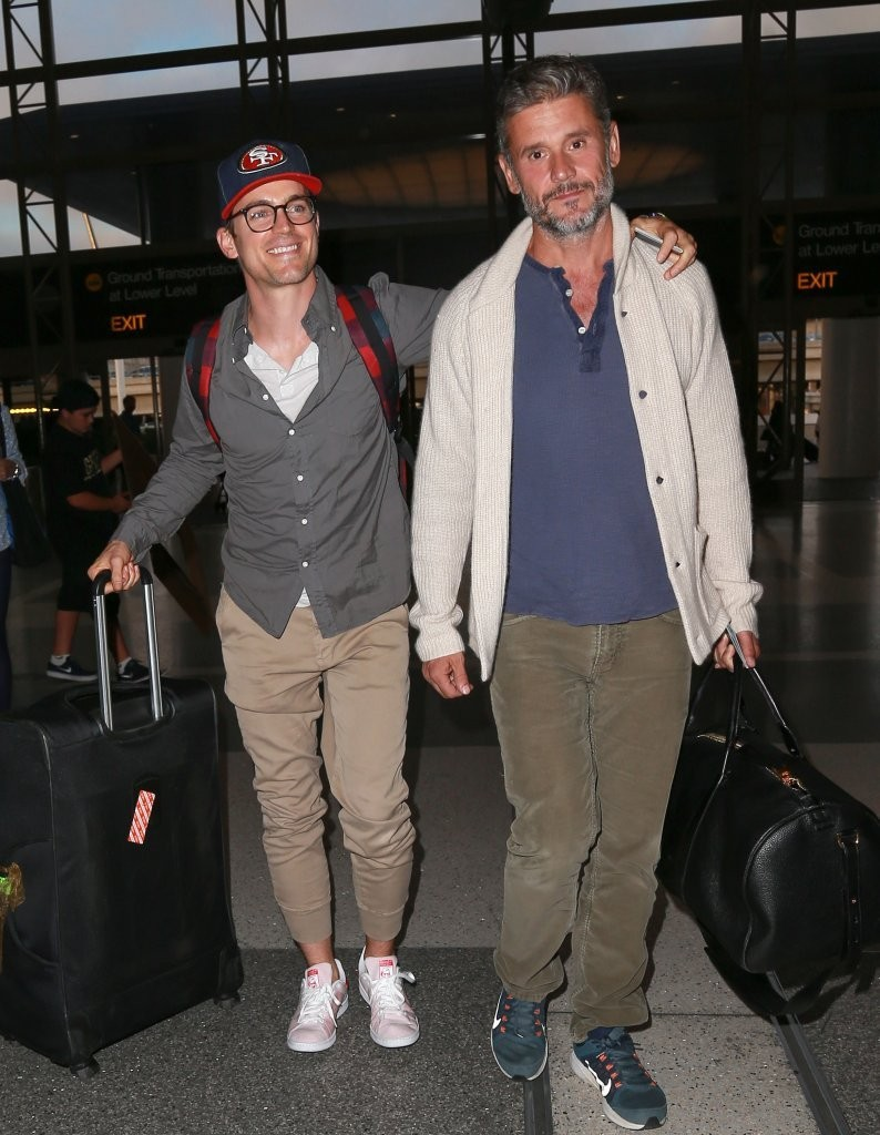 matt bomer simon halls dating This is incredible on thursday, matt bomer took to instagram and revealed that he and husband simon halls bought out the movie theater in his hometown so.