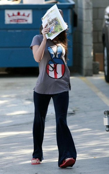 Actress Megan Fox and her boyfriend Brian Austin Green pick up their dog from the animal hospital in the valley.