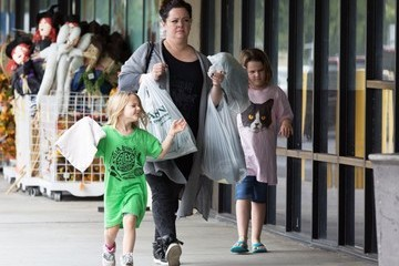Melissa McCarthy Melissa McCarthy Stops by Jo-Ann Fabrics with Her Daughters