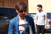 Louis Tomlinson and Liam Payne of boy band 'One Direction' grab some coffee with a friend in Los Angeles on March 01, 2016.