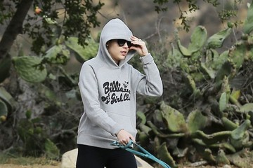 Miley Cyrus Miley Cyrus Goes Hiking with Her Dad