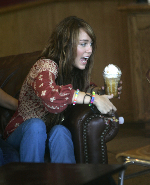 http://www4.pictures.zimbio.com/fp/Miley+Cyrus+out+for+a+coffee+0MYIYzL-0Unl.jpg