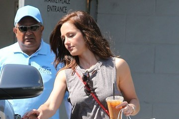Minka Kelly Minka Kelly Grabs Lunch to Go