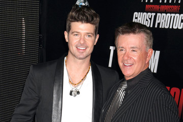 Photo of Robin Thicke & his  Father  Alan Thicke
