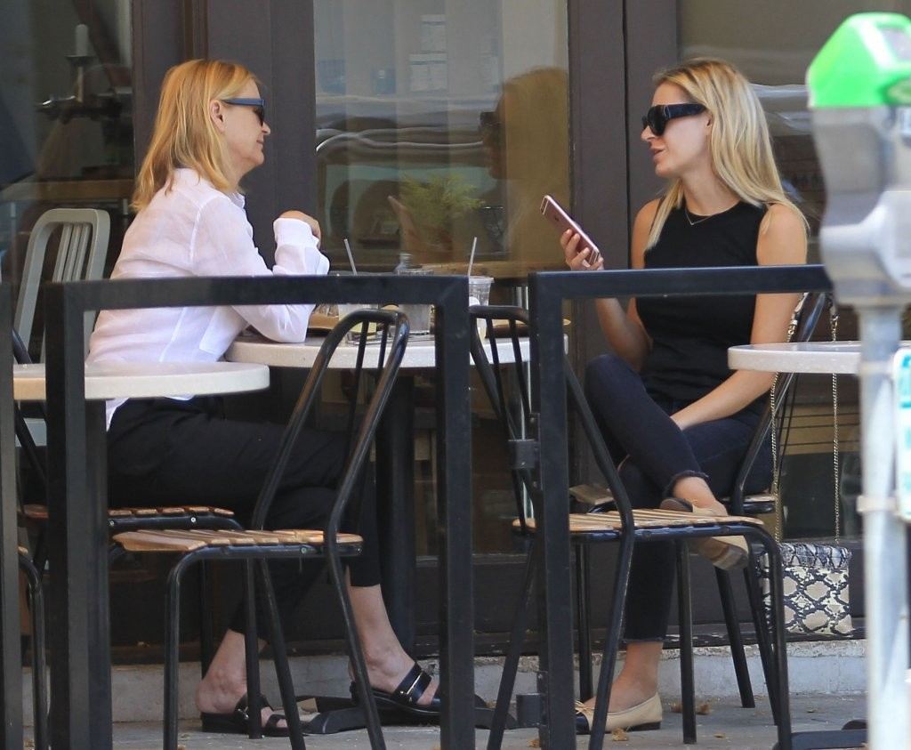 Morgan Stewart Out For Lunch With Her Mother 1 Of 10 Zimbio
