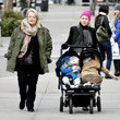 Myfanwy Edwards Naomi Watts And Her Mom Take A Stroll With The Boys