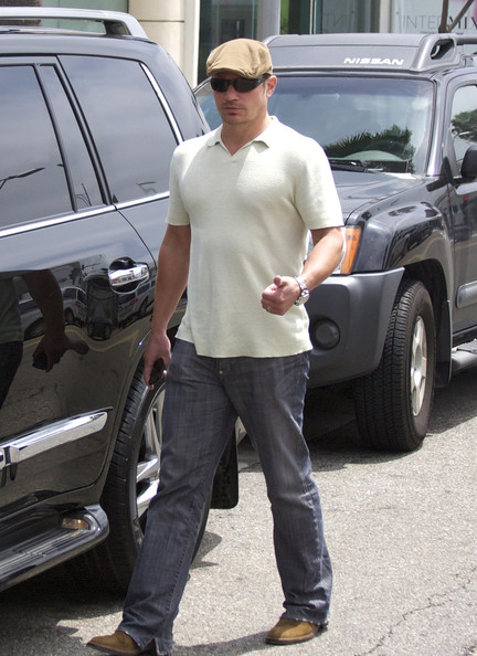 Nick Lachey and Vanessa Lachey Have Lunch